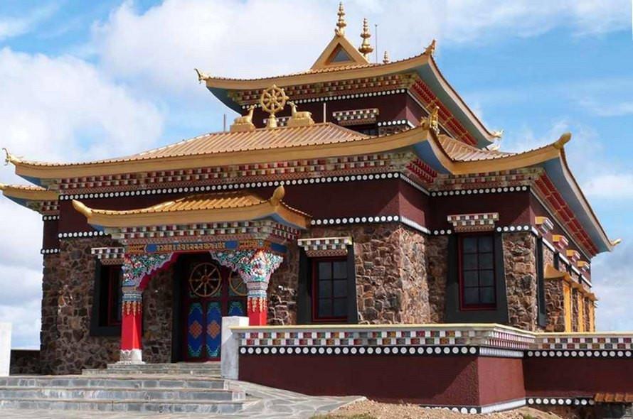 Templo budista en las sierras de minas